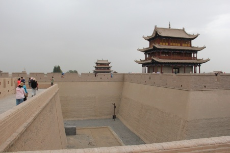 The fortress is massive: Concentric walls 11 meters high and 733 meters in diameter enclose an area of 33,500 square meters. The walls, turreted at each corner, connect to the Great Wall and the northern and southern sides.